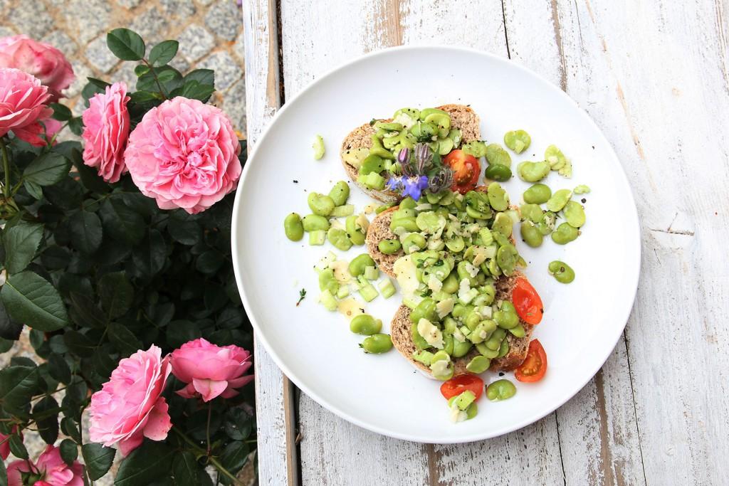 Forellen-Terrine mit Blattsalaten
